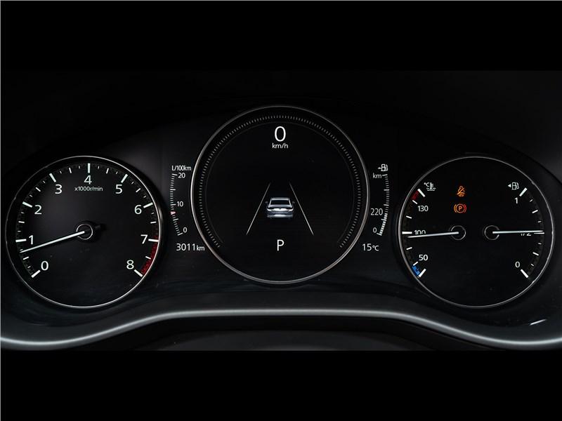 Mazda 3 2019 приборная панель