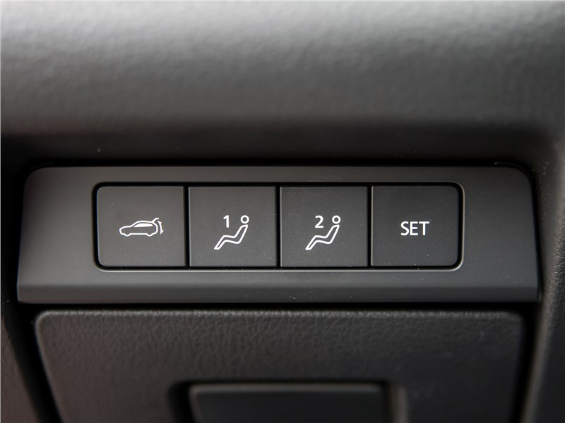 Mazda CX-30 (2020) кнопки
