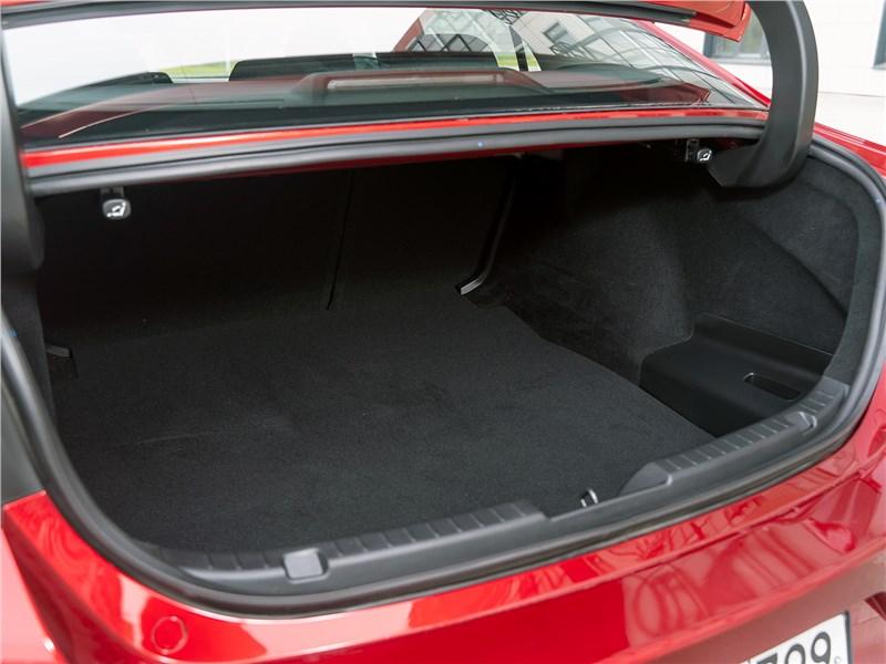 Mazda 3 2019 багажный отсек