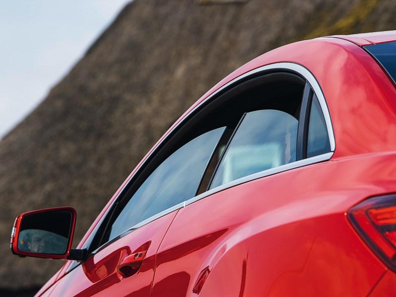Mercedes-Benz E-Klasse 2013 стекла