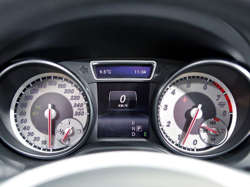 Mercedes-Benz CLA 200 2013 приборная панель