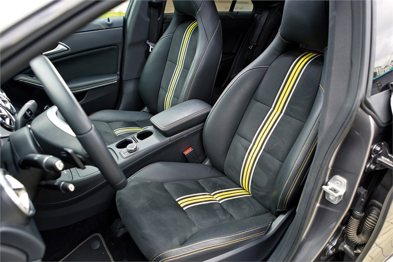 Mercedes-Benz CLA 200 2013 передние кресла