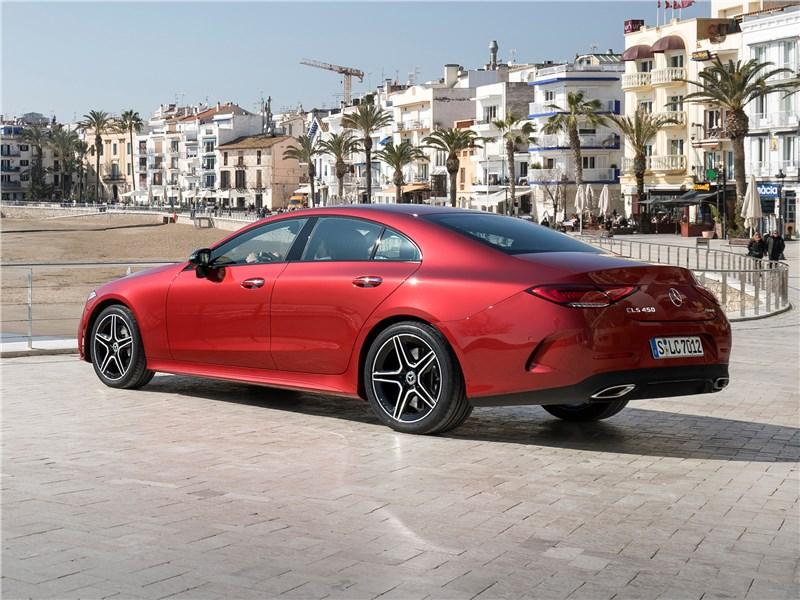 Mercedes-Benz CLS 2019 вид сбоку сзади