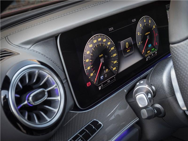 Mercedes-Benz CLS 2019 приборная панель