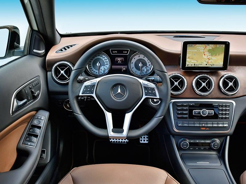 Mercedes-Benz GLA-klasse 2013 водительское место