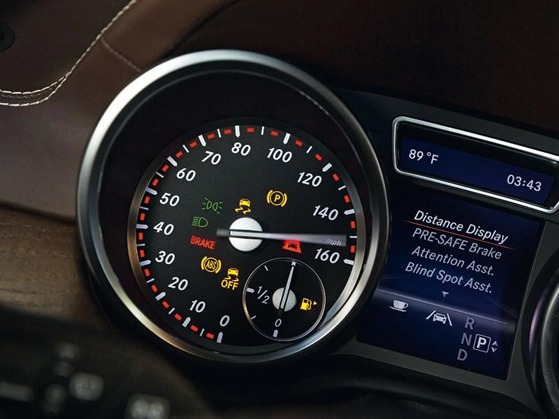 Mercedes-Benz GL-Klasse 2012 приборы