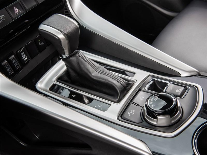 Mitsubishi Pajero Sport 2017 8АКПП