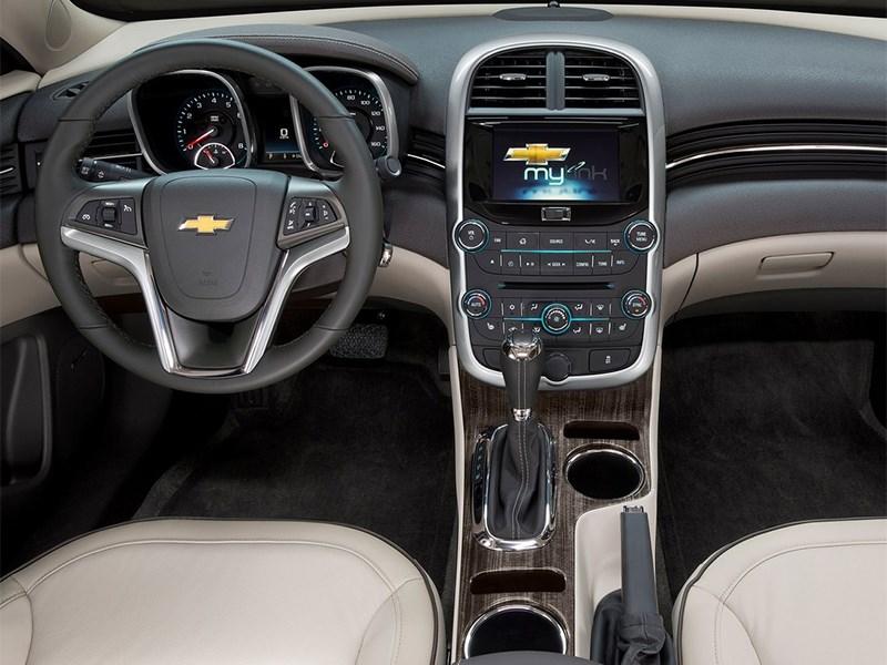 Chevrolet Malibu 2014 водительское место