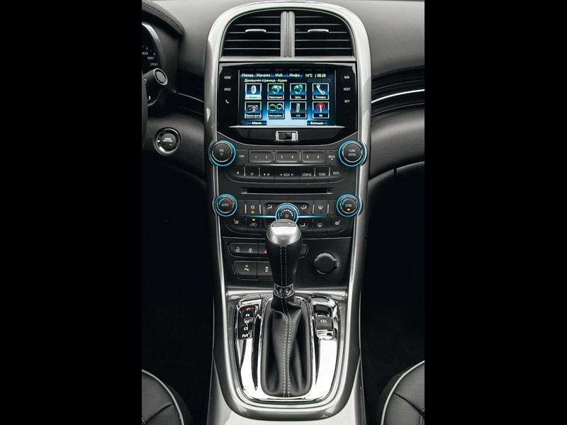 Chevrolet Malibu 2013 центральная консоль