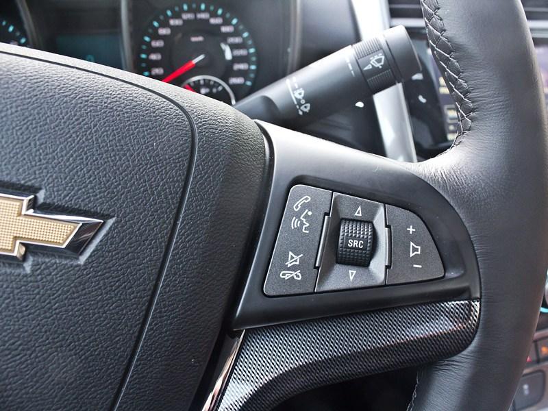 Chevrolet Malibu 2013 управление музыкой на руле