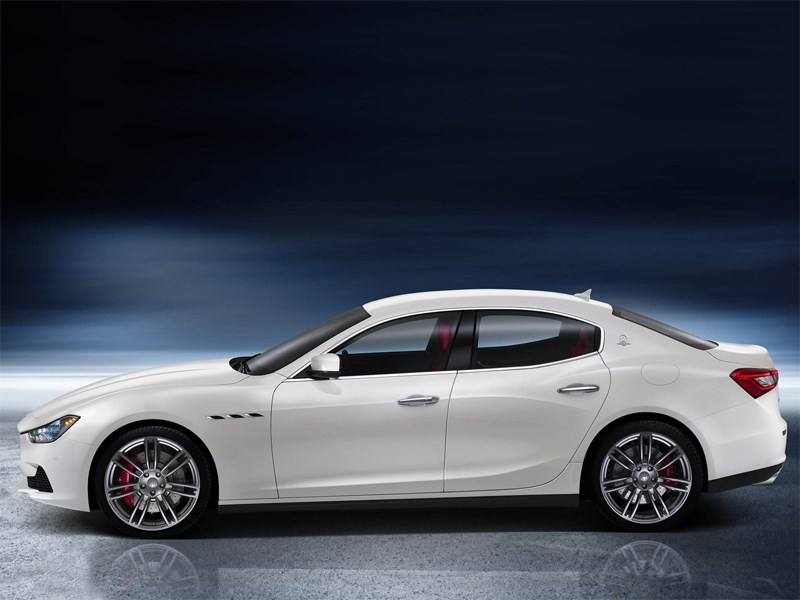Maserati Ghibli 2014 вид сбоку