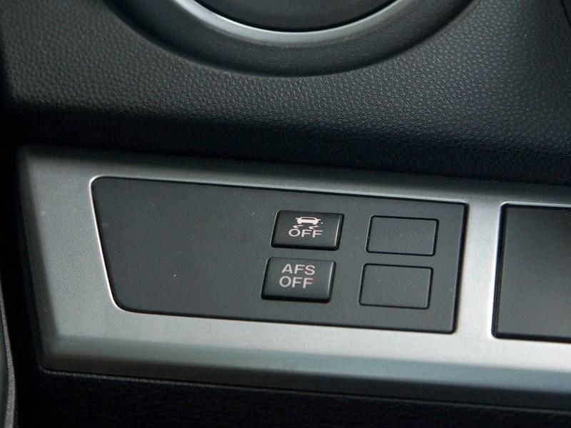 Mazda 3 2011 можно отключить функцию подсветки поворотов