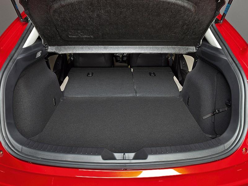 Mazda 3 2013 багажное отделение