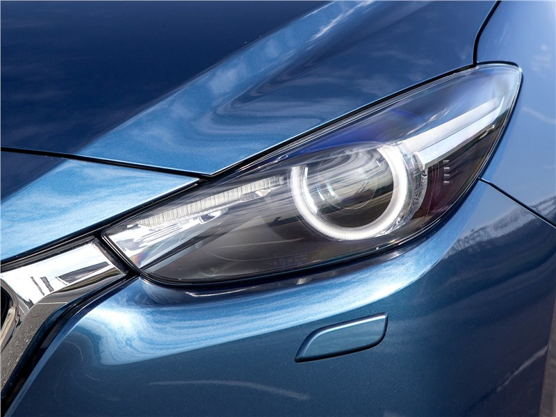 Mazda 3 2017 передняя фара