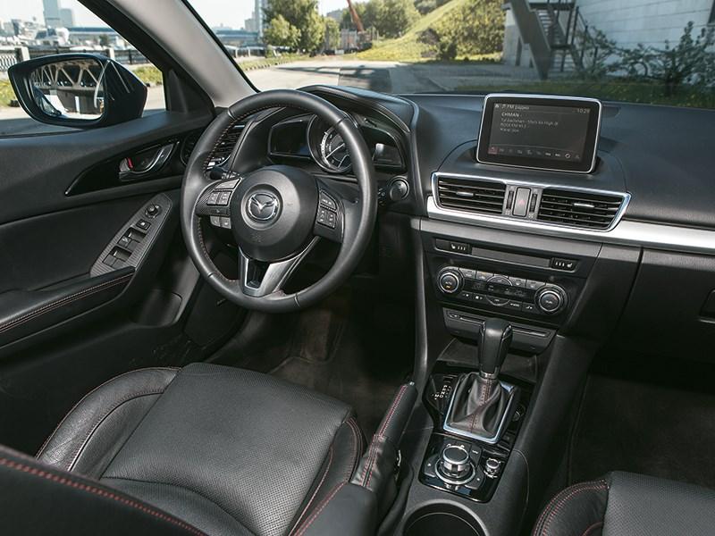 Mazda 3 2013 водительское место