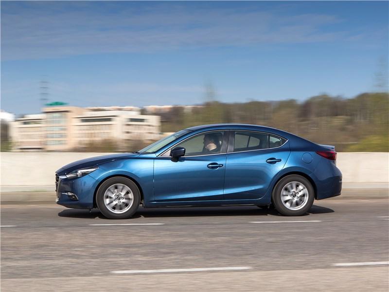 Mazda 3 2017 вид сбоку