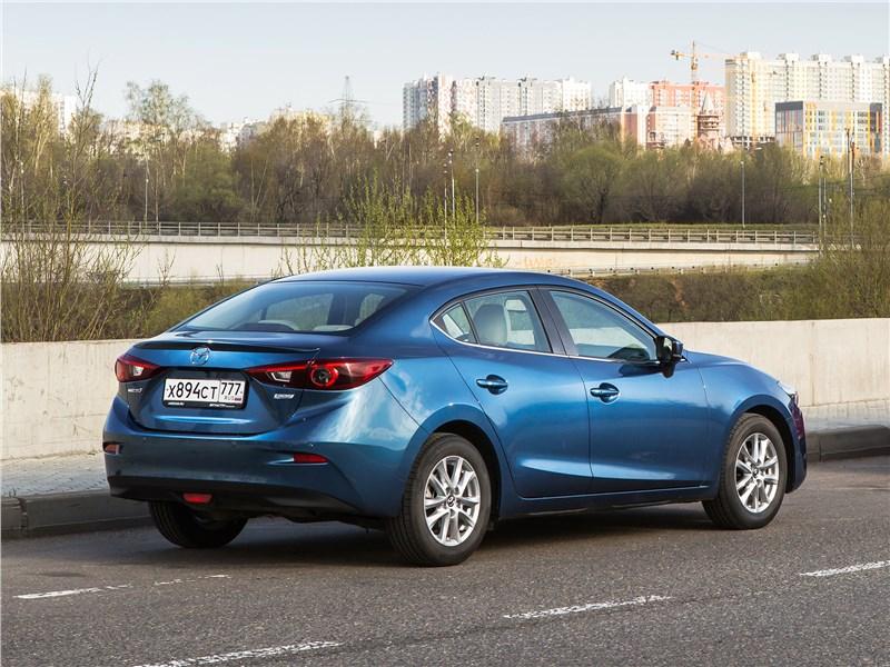 Mazda 3 2017 вид сзади