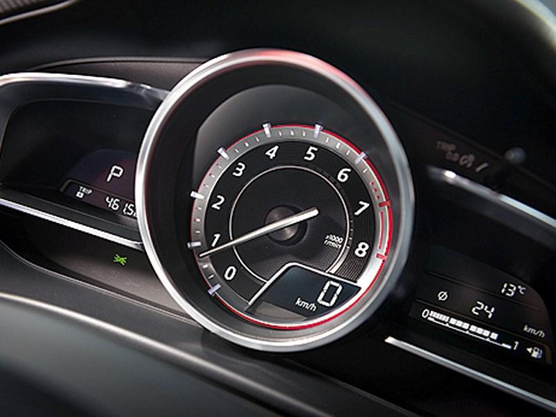 Mazda 3 2013 приборная панель фото 1