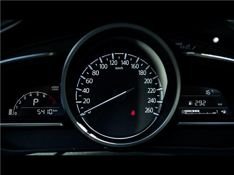 Mazda 3 2017 приборная панель