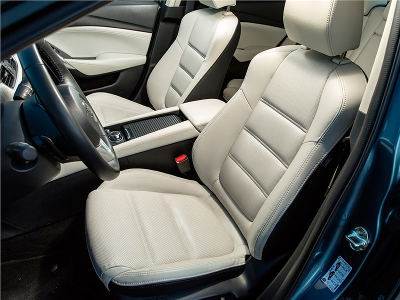 Mazda 6 передние кресла