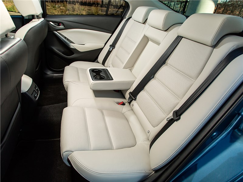 Mazda 6 задний диван