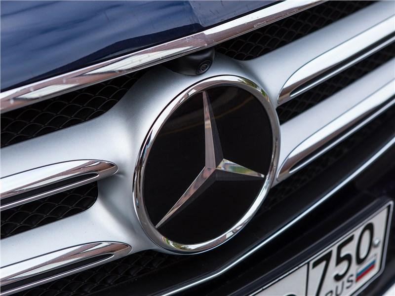 Mercedes-Benz E 220 d 2017 логотип