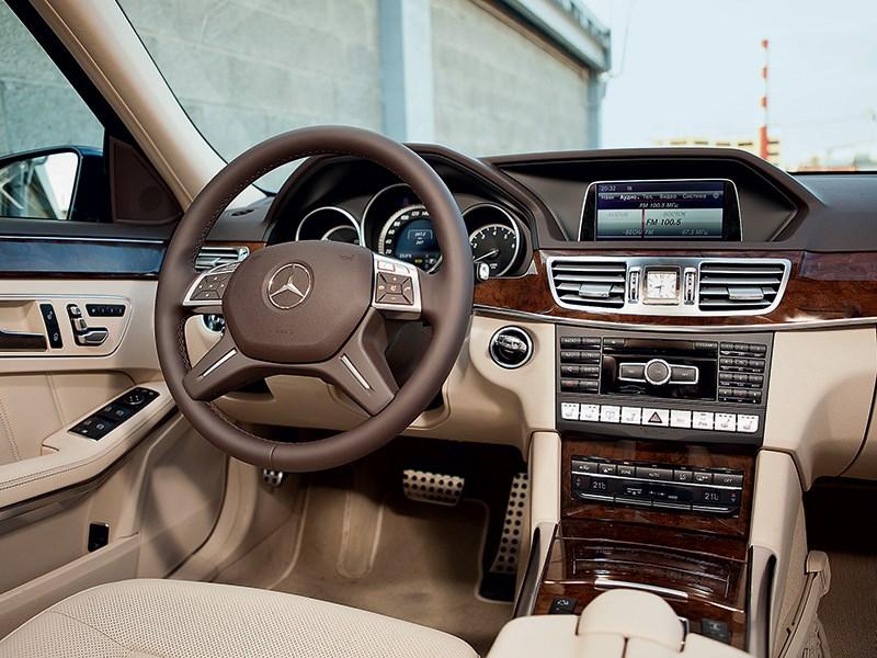 Mercedes-Benz E 350 4Matic 2013 водительское место