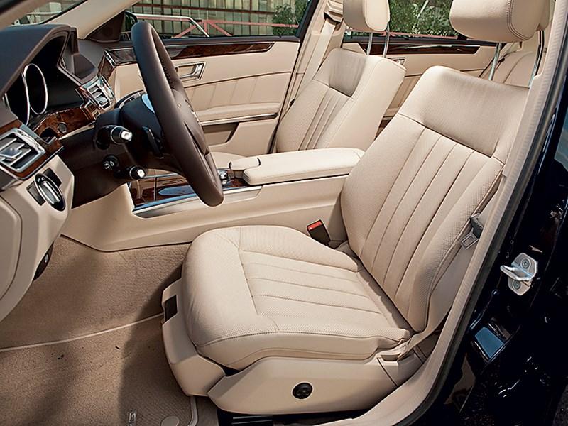 Mercedes-Benz E 350 4Matic 2013 передние кресла