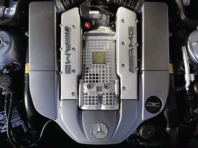 Mercedes-Benz SL65 AMG 2006 вооружен 604-сильным 6.0-литровым 12-цилиндровым двигателем с двойным турбонаддувом