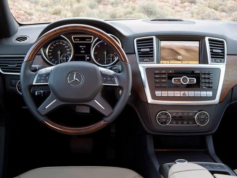 Mercedes-Benz M-klasse 2012 водительское место