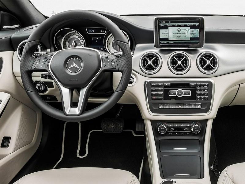 Mercedes-Benz CLA-Klasse 2013 водительское место