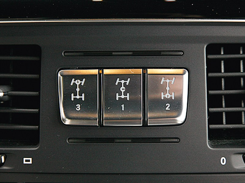 Mercedes-Benz G-Klasse AMG 2012 кнопки блокировки колес