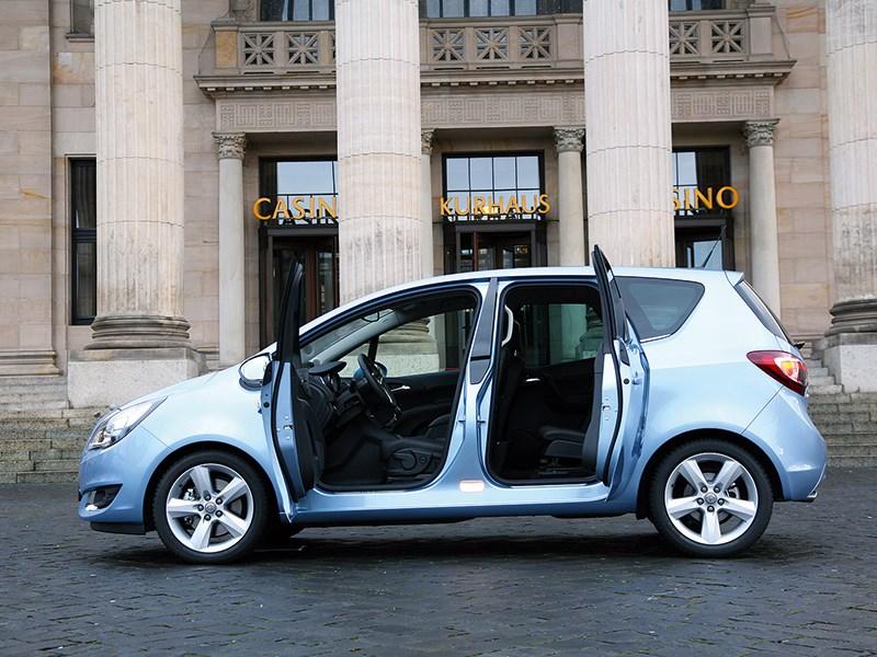 Opel Meriva 2013 вид сбоку с открытыми дверями