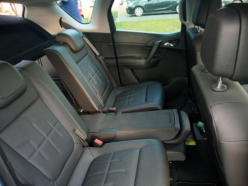 Opel Meriva 2013 задний ряд