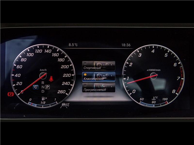 Mercedes-Benz S-Class 2018 приборная панель