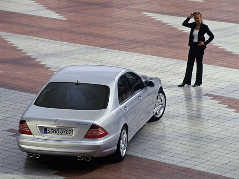 Mercedes-Benz S-Klasse 2004 вид сзади