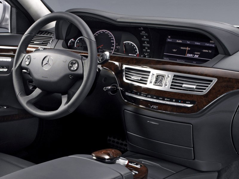 Mercedes-Benz S-Klasse 2007 водительское место