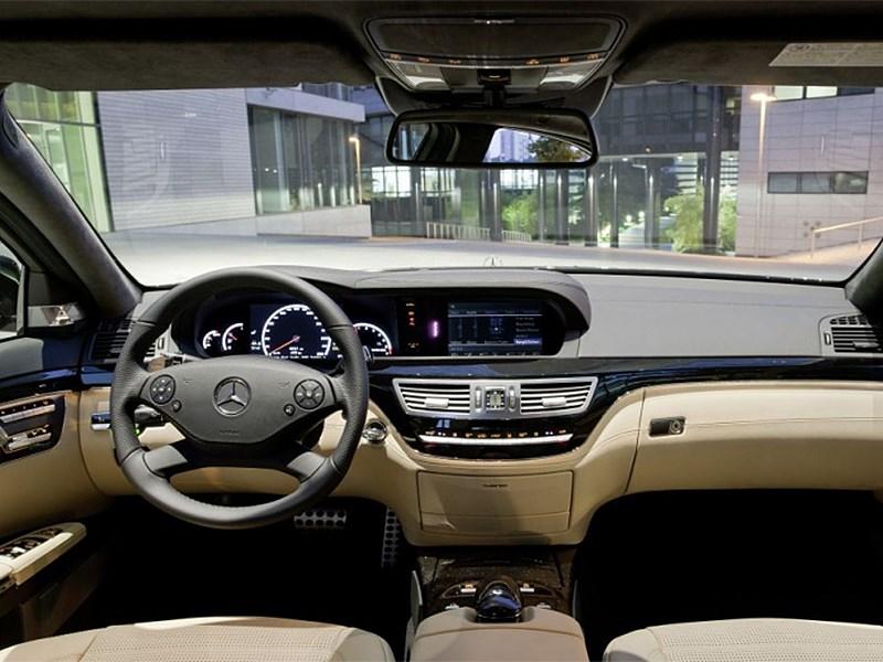 Mercedes-Benz S-Klasse 2010 водительское место