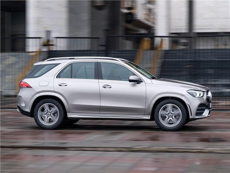 Mercedes-Benz GLE 2020 вид сбоку
