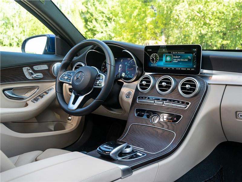 Mercedes-Benz C 300 2019 салон