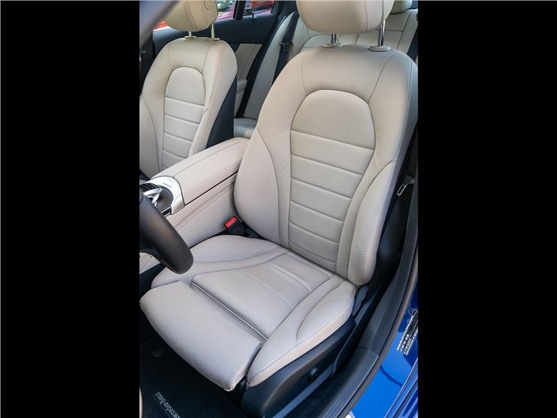 Mercedes-Benz C 300 2019 передние кресла