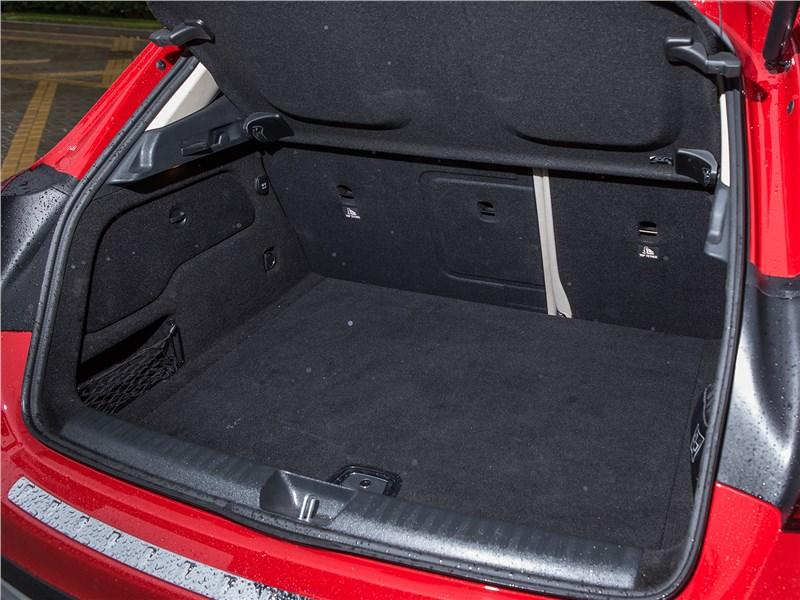 Mercedes-Benz GLA-klasse 2017 багажное отделение