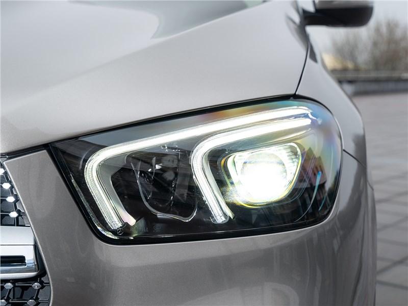 Mercedes-Benz GLE 2020 передняя фара