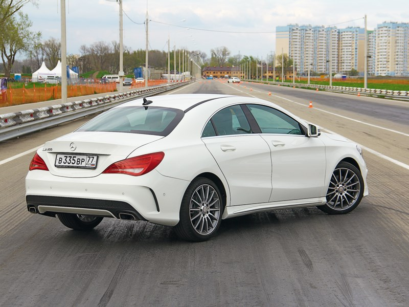 Mercedes-Benz CLA-Klasse 2013 вид сзади
