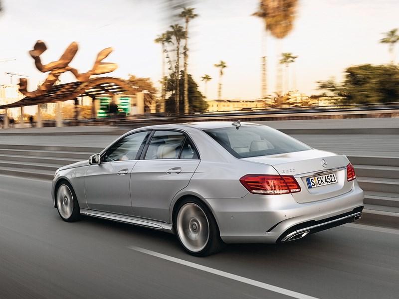 Mercedes-Benz E-Klasse 2013 вид сзади