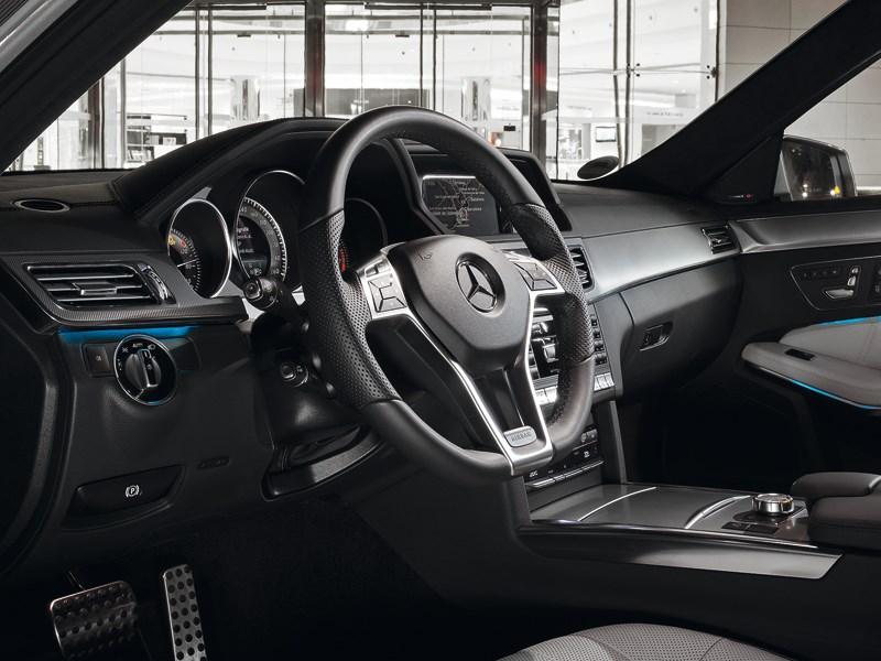 Mercedes-Benz E-Klasse 2013 водительское место