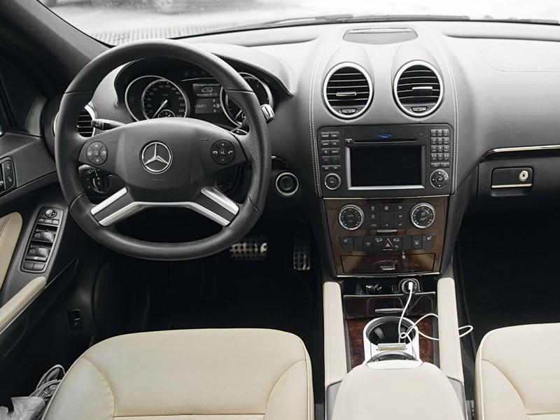 Mercedes-Benz ML 350 2008 водительское место