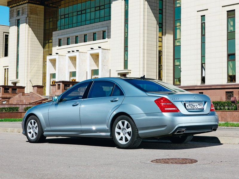 Mercedes-Benz S 300 Long 2010 вид сзади