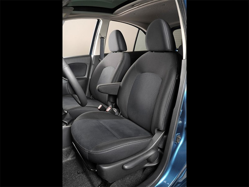 Nissan Micra 2013 передние кресла