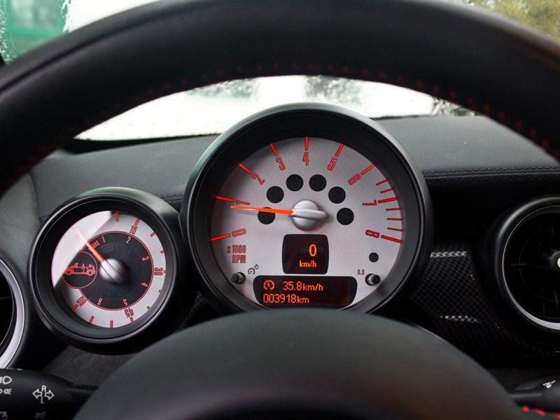 MINI Cooper S Roadster 2012 приборная панель